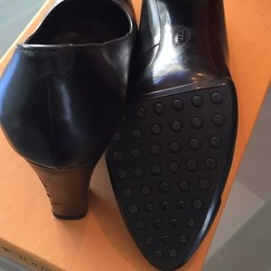 Tod's Shoes - Tod's black leather pumps